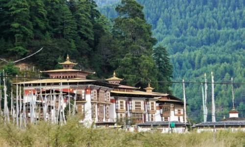 BHUTAN / Bumthang / Jedna z dolin Bhumtangu / Kurjey Lhakhang -najświętsza światynia w Bhutanie