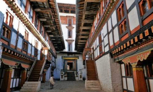 BHUTAN / Trongsa Dystrykt / Dziedziniec dzongu / Dzong Trongsa