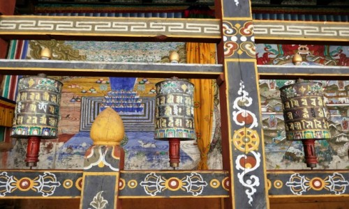 Zdjecie BHUTAN / Trongsa Dystrykt / Świątynia w dzongu Trongsa / Młynki modlitewne w dzongu Trongsa