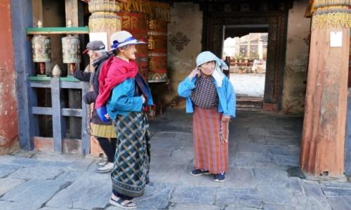 Zdjecie BHUTAN / Bumthang / Jambey Lhakhang / Bhutańczycy