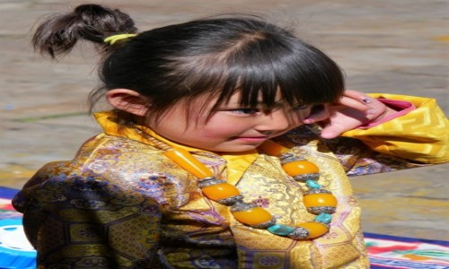 Zdjecie BHUTAN / Bumthang / Lokalny festiwal / Co by tu jeszcze spsocić?!
