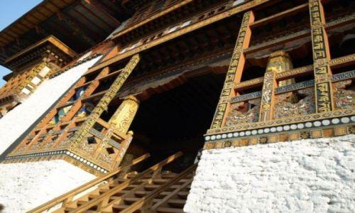 Zdjęcie BHUTAN / brak / Punakha / Pięknie rzeźbione schody do Dzongu w Punakha