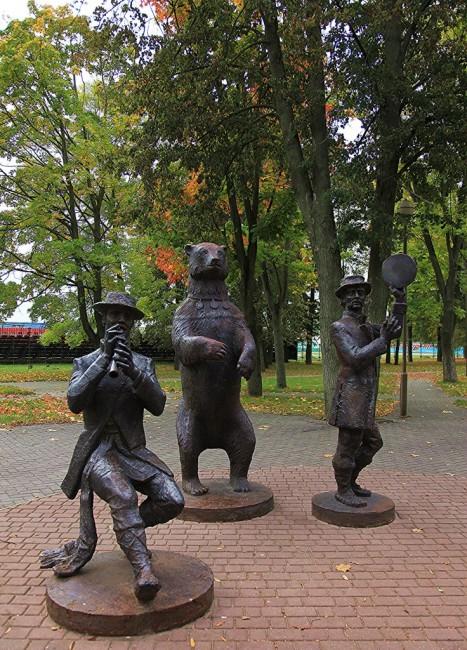 """Zdjęcia: Smorgonie, Grodno,  Pomnik słynnej """"Akademii Smorgońskiej"""", BIAłORUś"""