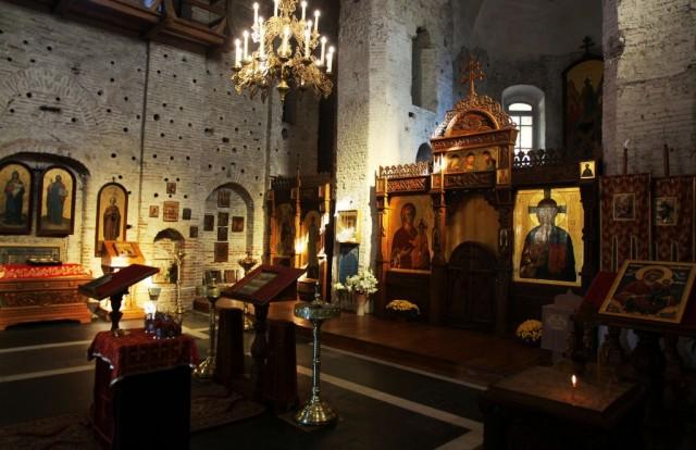 Zdjęcia: Cerkiew pw. św. Borysa i Gleba z XII w., Grodno, Wnętrze cerkwi, BIAłORUś