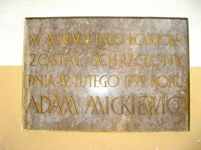 Zdjęcia: Nowogródek - kosciół  farny, grodzieński, tablica pamiatkowa, BIAłORUś