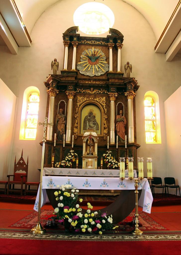 Zdjęcia: Brasław, Witebsk, Sanktuarium Matki Bożej, Królowej Jezior, ołtarz , BIAłORUś