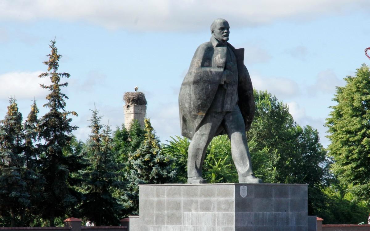 Zdjęcia: Pińsk, Obwód brzeski, Pomnik Lenina w Pińsku, BIAłORUś