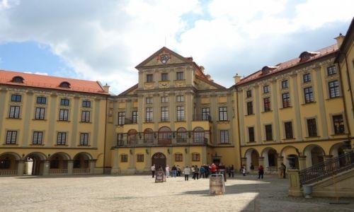 Zdjęcie BIAłORUś / Obwód miński / Nieśwież / Na dziedzińcu zamku ...