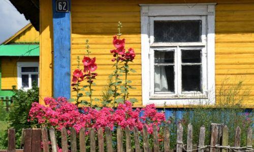 BIAłORUś / obwód grodzieński / Lubcza / Dom w malwy malowany