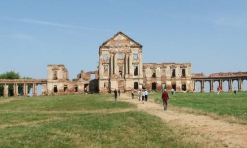 Zdjęcie BIAłORUś / Obwód brzeski, rejon prużański / Różana / Ruiny pałacu Sapiehów z XVIII w.