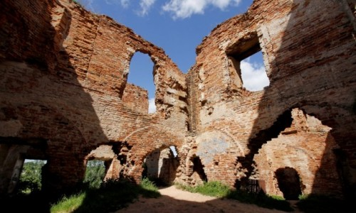 BIAłORUś / Obwód brzeski / Różana / W ruinach Pałacu Sapiehów w Różanie