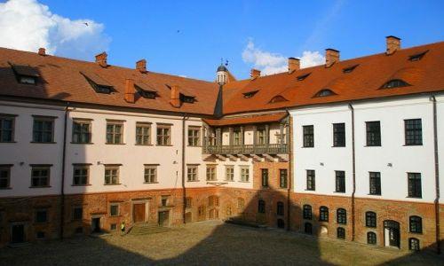 Zdjęcie BIAłORUś / obwód grodzieński / Mir / dziedziniec zamku Radziwiłłów