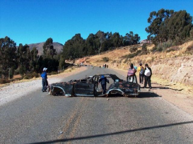 Zdj�cia: Jezioro Titicaca, Altiplano, Barykada na drodze prowadz�cej do Copacabany, BOLIWIA