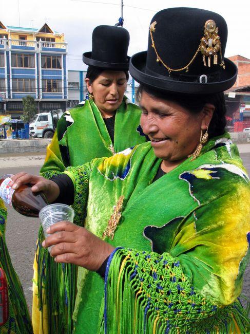 Zdjęcia: przedmieścia La Paz, La PAz, ...przygotowania do fiesty, BOLIWIA
