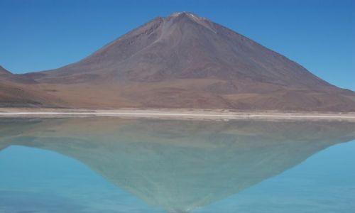 Zdjecie BOLIWIA / Granica Boliwia - Chile / Laguna Verde / Wulkan Lincanbur