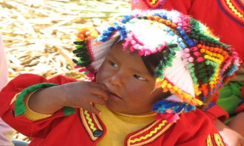 Zdjecie PERU / - / Jezioro Titicaca, wyspa Uros / Dziecko z Uros