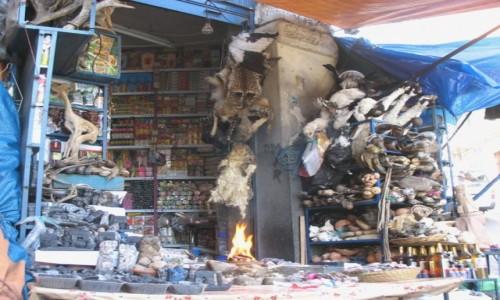 Zdjecie BOLIWIA / - / La Paz / Tylko popatrzcie, co tam jest : szamański stragan