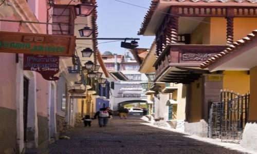 BOLIWIA / La Paz / / / Uliczka na starym mieście