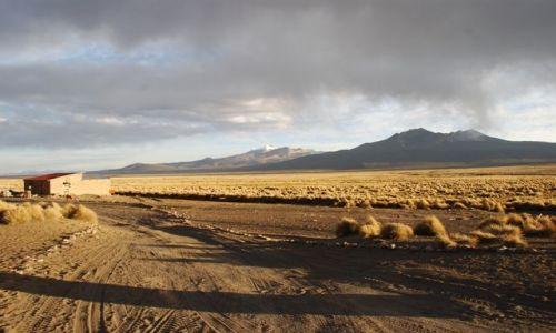 BOLIWIA / brak / Boliwia, wioska Sajama / Wioska Sajama po wschodzie słońca