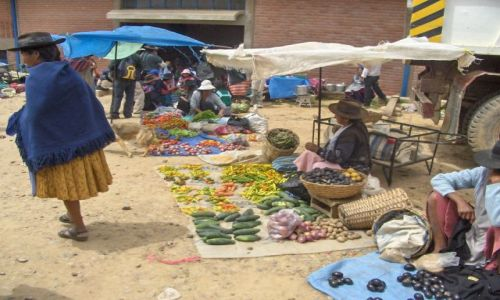 Zdjecie BOLIWIA / Chiqiusaca / Tarabuco / market w Tarabuco