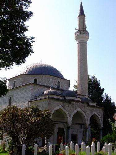 Zdj�cia: Sarajewo, Bo�nia, Groby na trawniku przed meczetem, BO�NIA