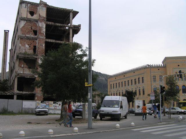 Zdjęcia: Mostar, Mostar, zniszczenia wojenne w centrum, BOśNIA