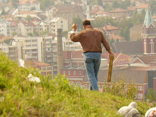 Zdjęcia: Sarajewo, pan z deską :P, BOśNIA i HERCEGOWINA