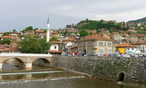 BOśNIA i HERCEGOWINA / - / Sarajewo / Rzeka Miljacka i wzgórza Sarajewa