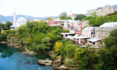 Zdjecie BOśNIA i HERCEGOWINA / Hercegowina / Mostar / wśród zieleni