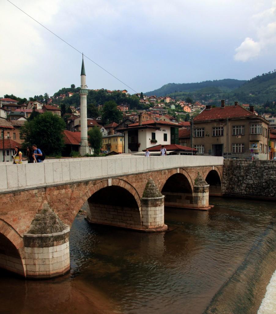 Zdjęcia: Vijećnica - Biblioteka Narodowa i Uniwersytecka,  Sarajewo, Most, BOśNIA i HERCEGOWINA