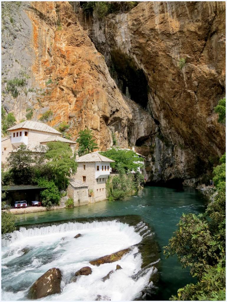 Zdjęcia: Blagaj, klasztor Derwiszów, Hercegowina, wbity w skałę..., BOśNIA i HERCEGOWINA