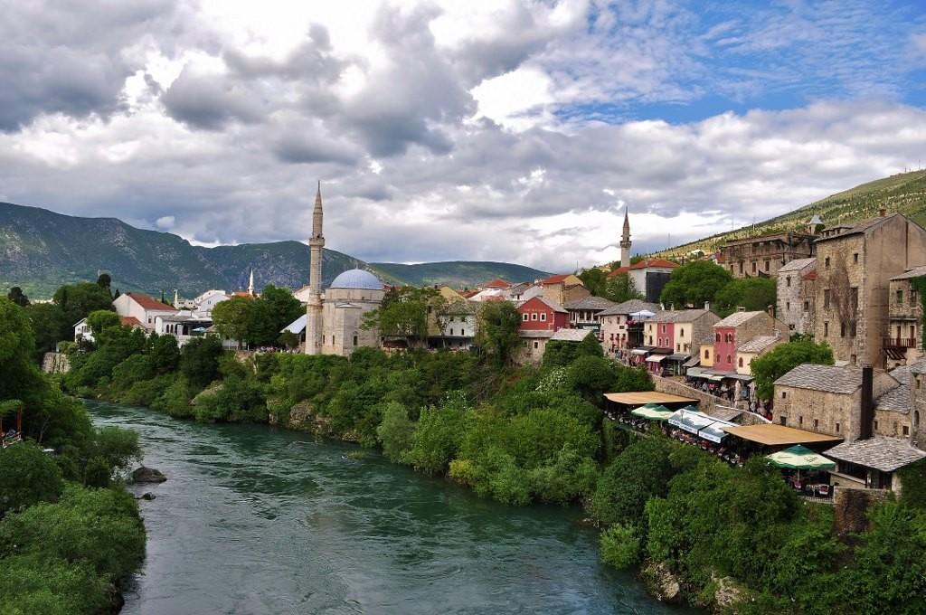 Zdjęcia: Mostar, Hercegowina, Mostar, panorama dzielnicy muzułmańskiej, wersja poprawiona. , BOśNIA i HERCEGOWINA