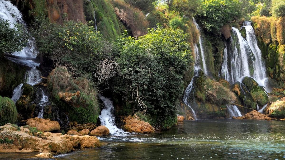 Zdjęcia: wodospady Kravica, w pobliżu miasteczka Ljubuški, nieujarzmione..., BOśNIA i HERCEGOWINA