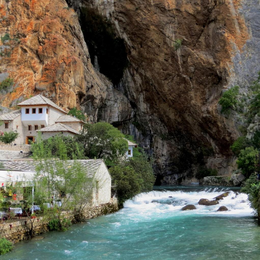 Zdjęcia: Blagaj, klasztor derwiszów, Hercegowina, nad rzeką..., BOśNIA i HERCEGOWINA