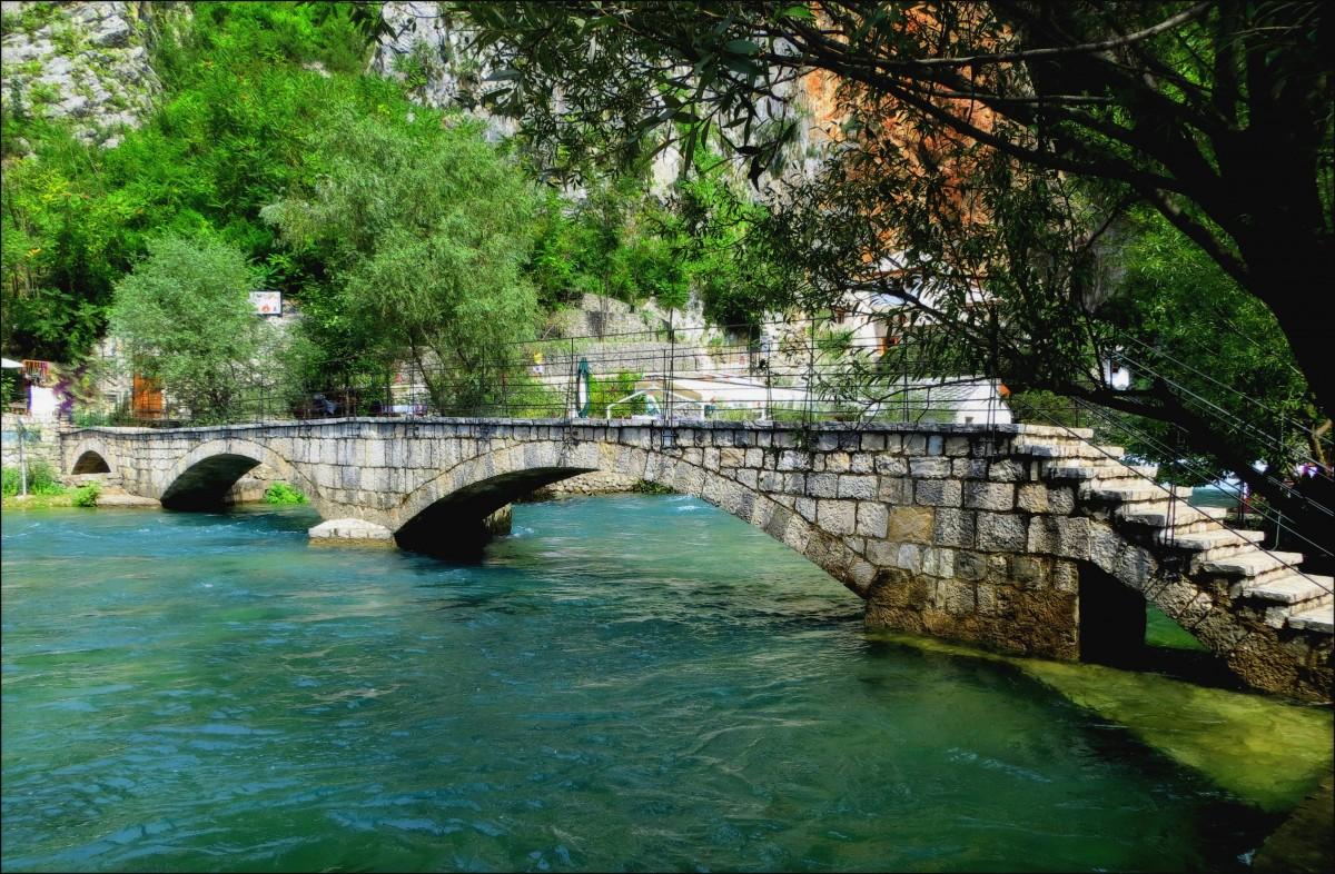 Zdjęcia: Blagaj, koło klasztoru, Hercegowina, kamienny mostek..., BOśNIA i HERCEGOWINA