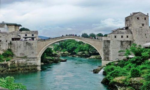 Zdjecie BOśNIA i HERCEGOWINA / Hercegowina / Mostar / Chmurny Mostar