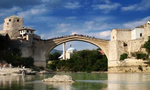 BOśNIA i HERCEGOWINA / - / Mostar / skok na głęboką wodę