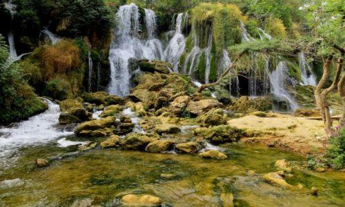 BOśNIA i HARCEGOWINA / - / w pobliżu miasteczka Ljubuški / pośród szumiących wodospadów...