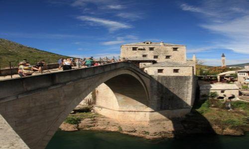 Zdjecie BOśNIA i HERCEGOWINA /  Mostar / Nad rzeką Neretwa / Most