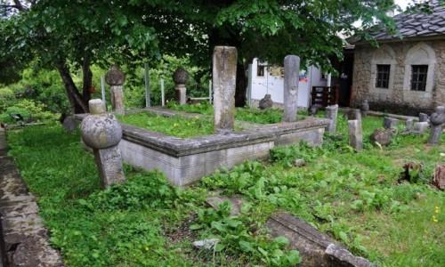 Zdjęcie BOśNIA i HERCEGOWINA / Hercegowina / Mostar / Mostar, meczet, muzułmański cmentarz.