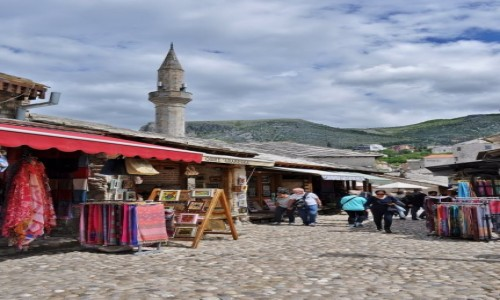Zdjęcie BOśNIA i HERCEGOWINA / Hercegowina / Mostar / Mostar, uliczka zabytkowej części miasta