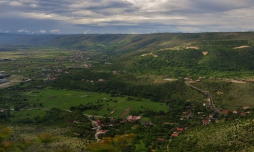 Zdjecie BO�NIA i HARCEGOWINA / Hercegowina / Okolice Mostaru / W drodze do Mos