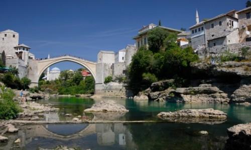Zdjecie BO�NIA i HARCEGOWINA / Mostar / Nad rzek� Neretwa / Most w Mostarze