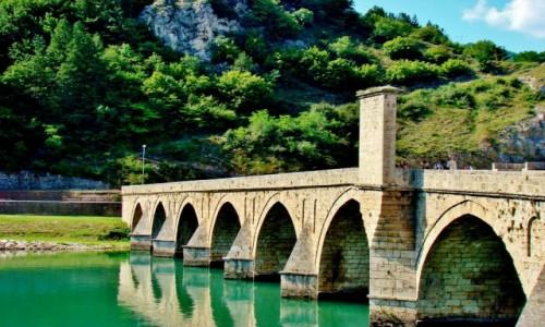 Zdjecie BOśNIA i HERCEGOWINA / Republika Serbska / Wiszegrad / Wiszegrad-most Mehmeda Paszy Sokolovicia wybudowany w latach 1571-77