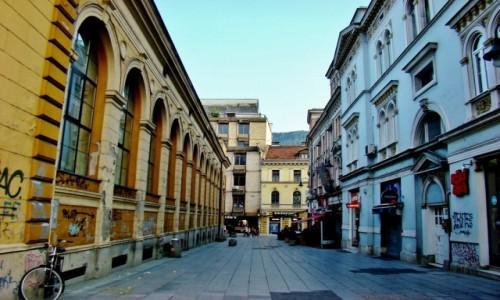 Zdjęcie BOśNIA i HARCEGOWINA / Republika Serbska / Sarajewo / Uliczka w Sarajewie