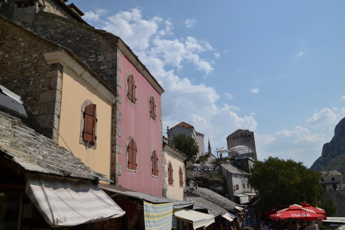 Zdjęcia: Mostar, Zabudowa nad Neretwą, BOśNIA i HERCEGOWINA