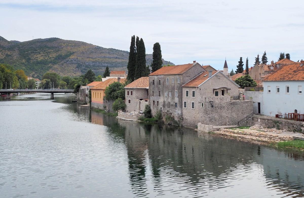 Zdjęcia: Trebinje, Republika Serbska, najstarsze domy nad Trebisnjicą..., BOśNIA i HERCEGOWINA