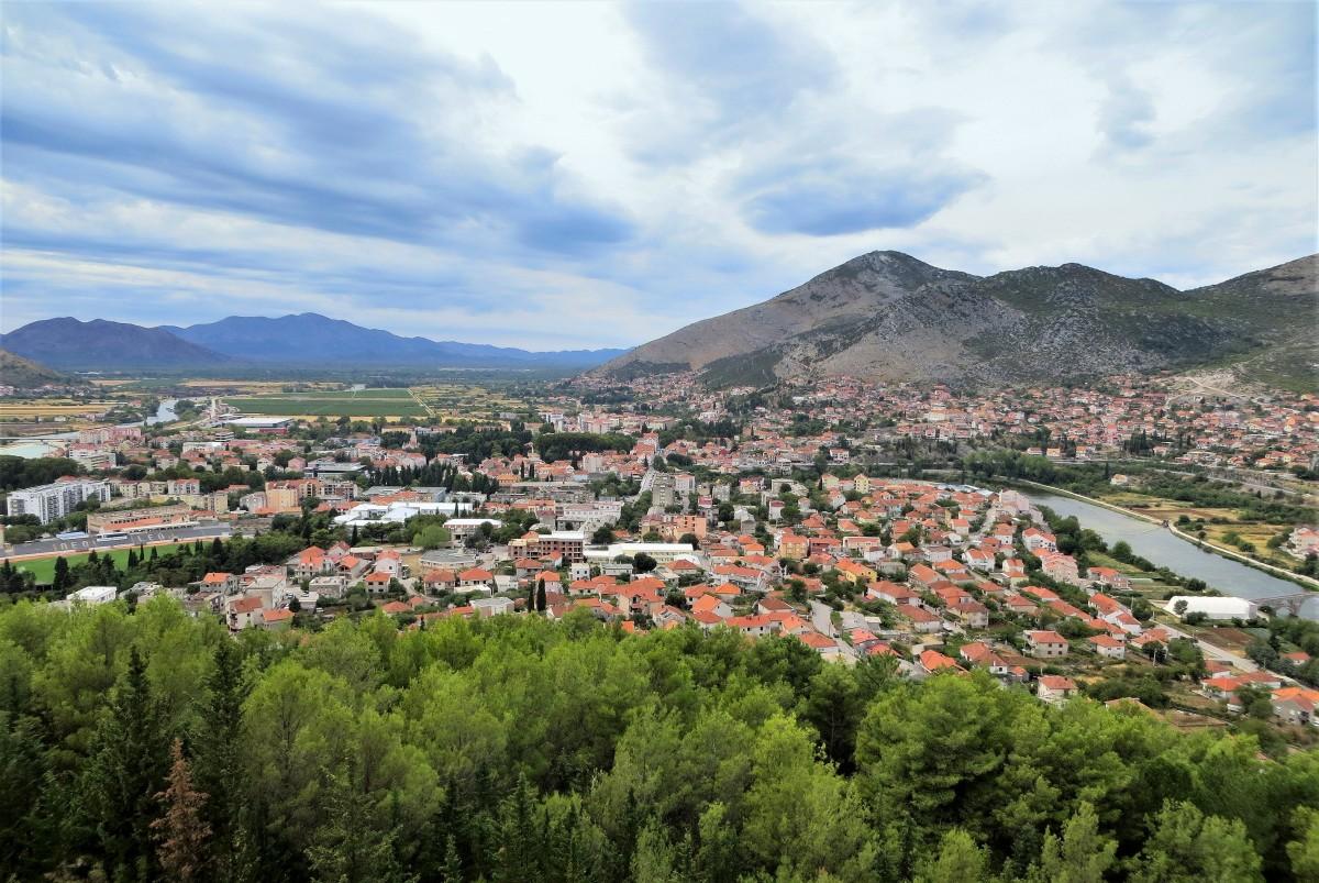 Zdjęcia: Trebinje, Republika Serbska, otoczone z każdej strony górami..., BOśNIA i HERCEGOWINA