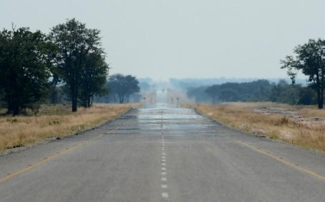 Zdjęcia: Daleko za Francistown, Długa droga do Kasane, BOTSWANA
