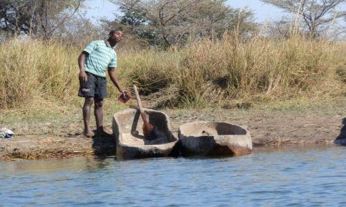 Zdjęcie BOTSWANA / Delta Okavango / Okavango / Mokoro- typowa łódź